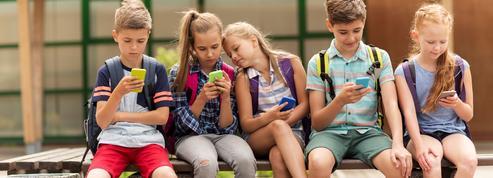 Ces parents en guerre contre les smartphones, pour protéger leurs enfants