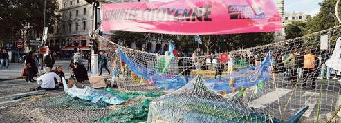 Extinction Rebellion: à Châtelet, rues bloquées, slogans alarmistes et méditation