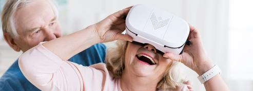 Une jeune diplômée crée un casque de réalité virtuelle pour faire voyager les personnes âgées