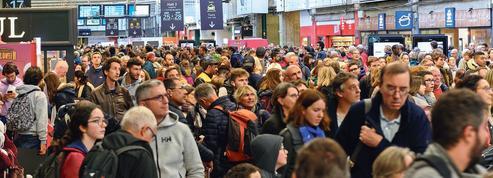 SNCF: face aux syndicats, l'exécutif joue la fermeté