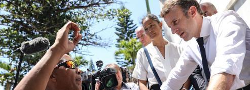 Visite surprise et animée de Macron dans un quartier de La Réunion