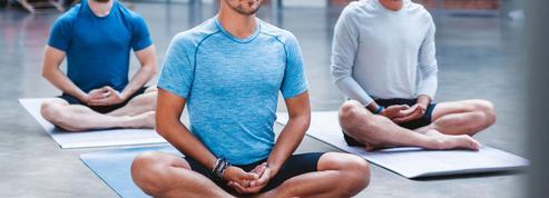 Ces hommes gagas de yoga