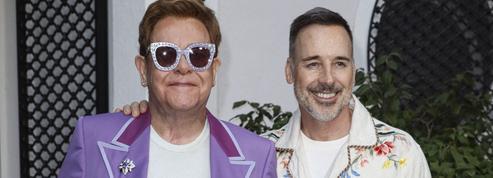 «Extrêmement souffrant» après la perte d'un proche, Elton John annule un concert