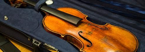 Un violon vieux de 310 ans oublié dans le train