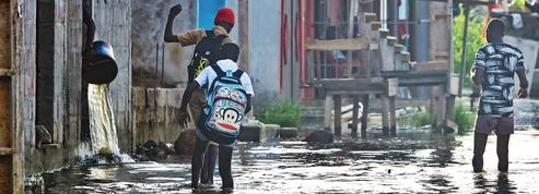 En Côte d'Ivoire, Grand-Bassam sous les eaux