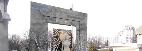 Dalida, Gainsbourg, Delon, Bardot... Petites histoires de cimetières à mourir debout