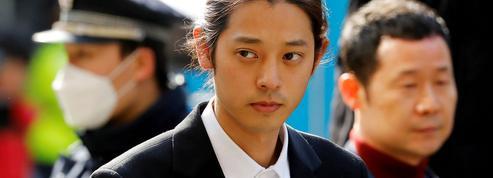 Deux chanteurs de K-pop condamnés à cinq et six ans de prison pour viol