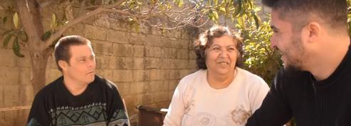 Un étudiant syrien remercie son père trisomique pour l'éducation qu'il a reçue