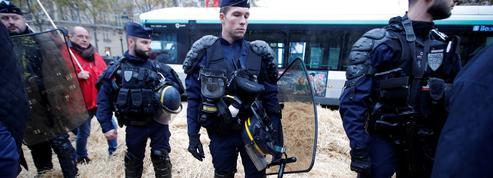 Partout en France, des centaines de CRS se font porter pâle