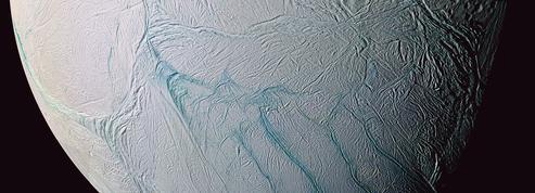 Le mystère des «griffures de tigre» d'Encelade serait élucidé