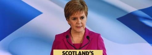 Écosse: Sturgeon engage le bras de fer pour un autre référendum sur l'indépendance