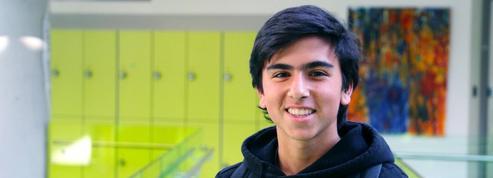 Un lycéen reçoit la bourse Charles Aznavour pour passer son bac en Arménie