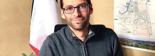 Municipales: «Le maire est un couteau suisse, confesseur, confident et punching-ball»