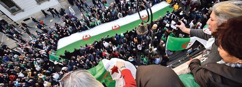 Le pouvoir algérien fait un geste envers les manifestants