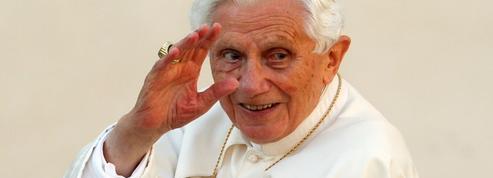 Célibat des prêtres: Benoît XVI sort du silence