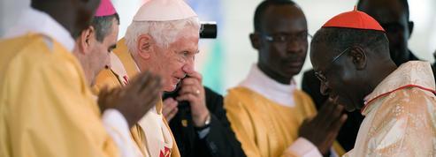 Benoît XVI: cinq questions autour d'un livre et d'une violente polémique