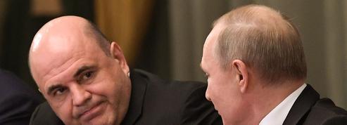 Russie: Poutine forme son nouveau gouvernement, gardant des ministres clés