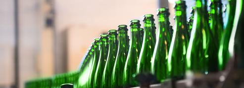 Amiens: contre le gaspillage, un jeune entrepreneur brasse sa bière à partir d'invendus de pain