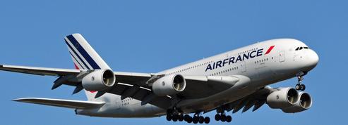 Air France propose une formation pour ses hôtesses de l'air et stewards