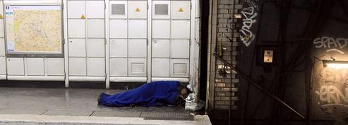 Ils sont des centaines à y dormir chaque nuit: à la rencontre des SDF du métro parisien