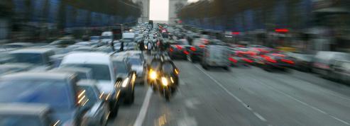 Les Champs-Élysées, un lieu de parade et de consommation
