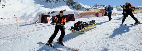Sports d'hiver: les accidents de ski se multiplient sur les pistes