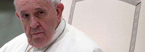 Le pape François va-t-il ouvrir la voie à des prêtres mariés?