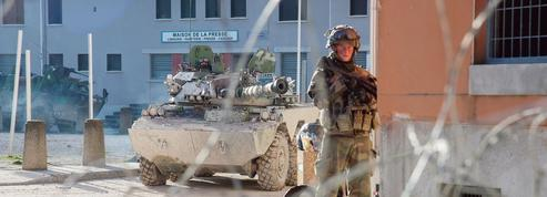 Avec les soldats français qui s'entraînent à la guerre en milieu urbain