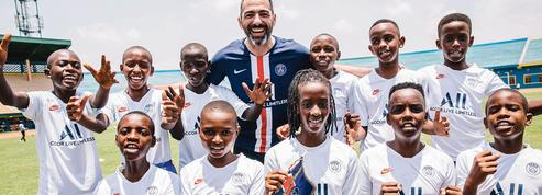 Quand le PSG mise sur le Rwanda avec Youri Djorkaeff comme ambassadeur
