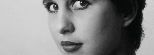 Alicia Gallienne, en vers et avec courage