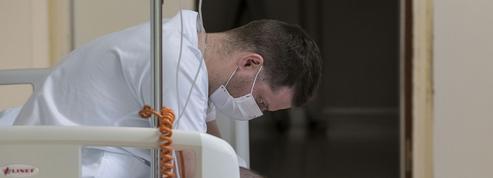 Coronavirus: les soignants parfois aussi victimes de rejet, Édouard Philippe déplore des «mots scandaleux»