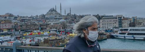 La Turquie fait la chasse aux faux masques