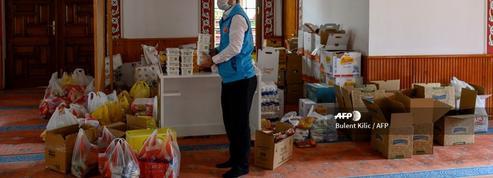 À Istanbul, une mosquée métamorphosée en supérette pour aider les plus pauvres