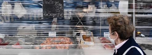 À Paris, le marché de Grenelle rouvre doucement mais dans la bonne humeur