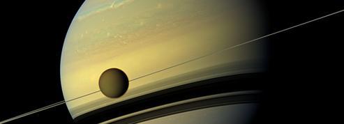 Titan s'éloigne de Saturne cent fois plusvite queprévu