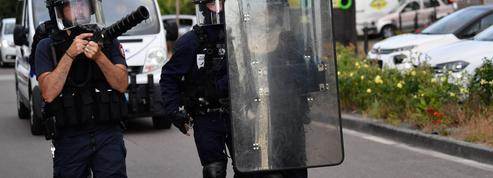 «Ce n'est pas le moment de désarmer la police, Monsieur Mélenchon!»