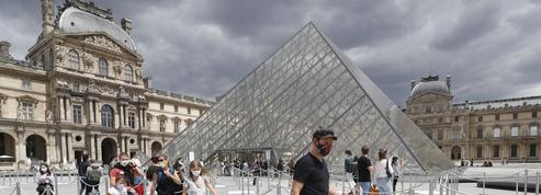 Au Louvre, le silence guide le peuple