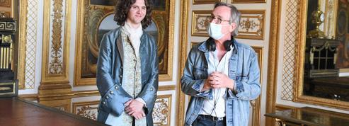 À Chantilly, bal masqué pour la série Les aventures du jeune Voltaire