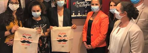 Ile-de-France: Valérie Pécresse offre des ordinateurs, des masques, et des serviettes menstuelles aux lycéennes