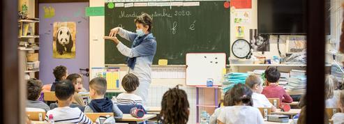 Sous le masque, l'apprentissage de la lecture à l'école Saint-Éloi, à Paris