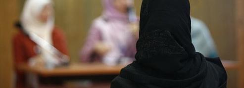 Malaise à l'Assemblée nationale: «Quand la provocation d'une militante voilée révèle les failles de nos institutions»