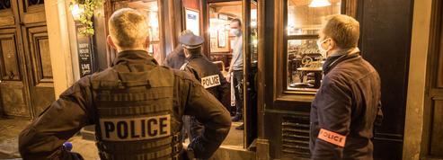 Covid-19: à Paris, peu de clients dans les bars mais la police guette les infractions