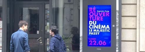 Haro sur la publicité digitale dans les vitrines
