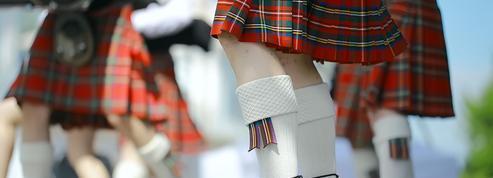 Au Québec, des garçons portent une jupe afin de dénoncer le sexisme à l'école