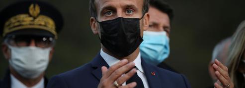 Macron s'invite dans le débat sécuritaire et recevra les syndicats de policiers après Darmanin