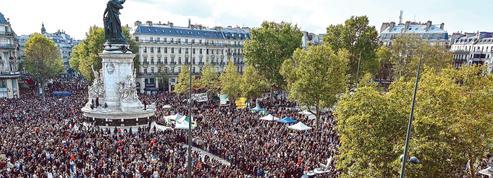 Des dizaines de milliers de Français saluent la mémoire de l'enseignant assassiné