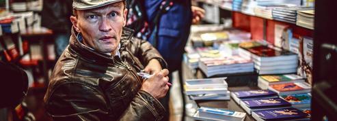 Reconfinement: le monde du livre s'insurge contre la fermeture des librairies