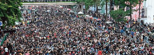 Thaïlande: la jeunesse pro-démocratie sur la corde raide