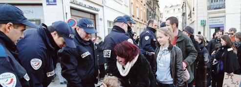 Police-population: le plan de l'exécutif pour rétablir la confiance