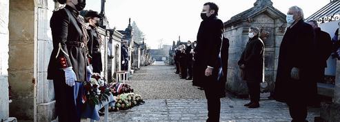 Macron se place dans les pas de Mitterrand